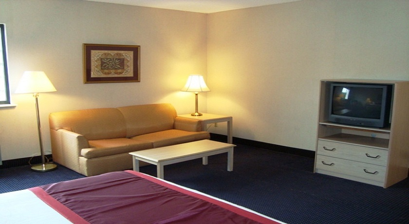 Hotel Pigeon Forge - King Suite-2