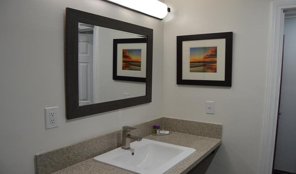 La Casa Inn Motel - Bathroom