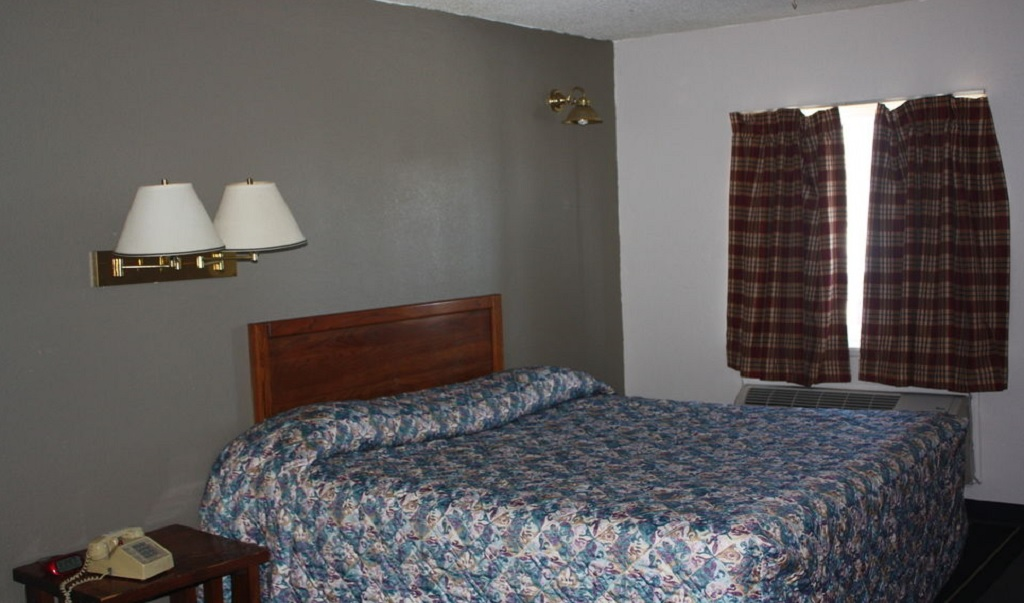 Lake Erie Lodge - Single Bed-2