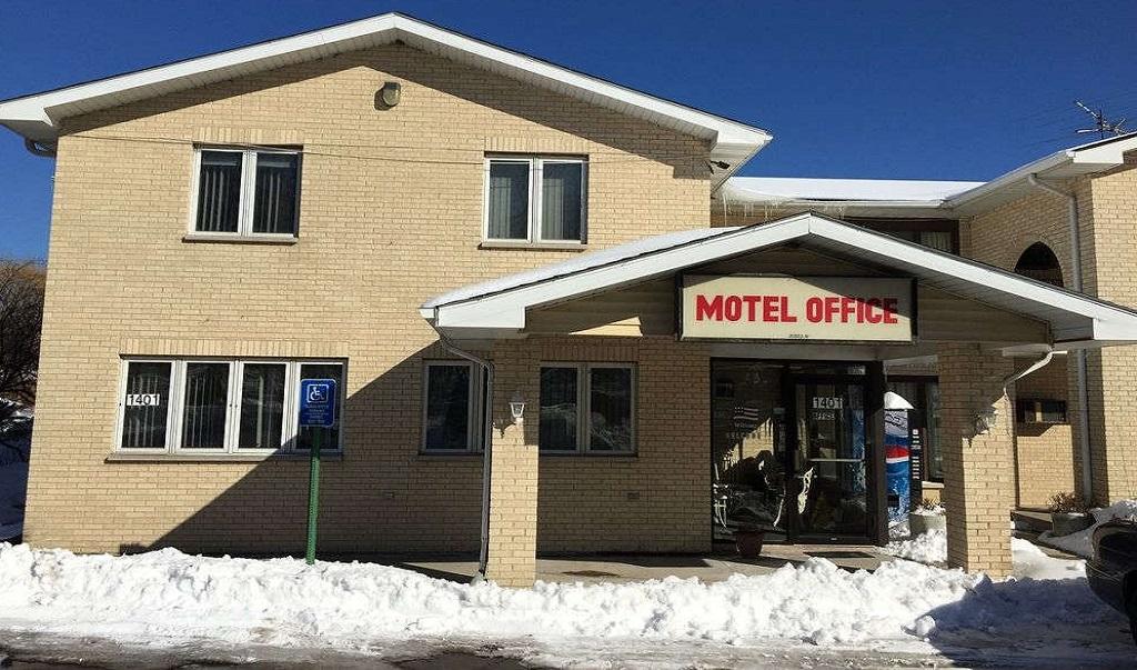 La Villa Motel - Exterior-2
