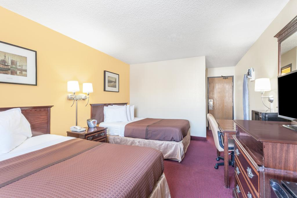 Magnuson Hotel Fort Wayne North - Double Beds Room-4