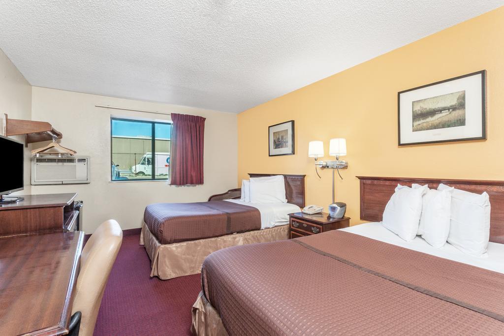 Magnuson Hotel Fort Wayne North - Double Beds Room-3