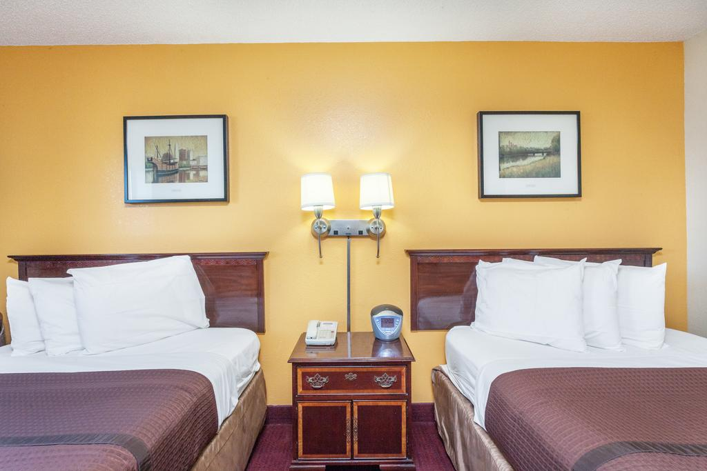 Magnuson Hotel Fort Wayne North - Double Beds Room-2