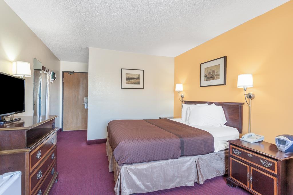 Magnuson Hotel Fort Wayne North - Single Bed Room-2