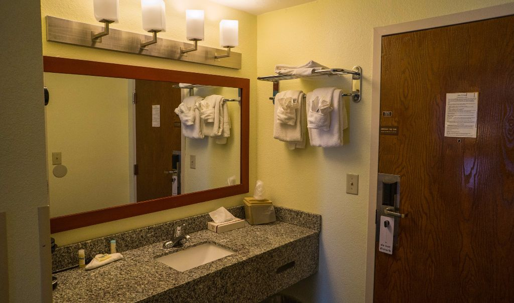 Mariner Motor Lodge Cape Cod - Bathroom