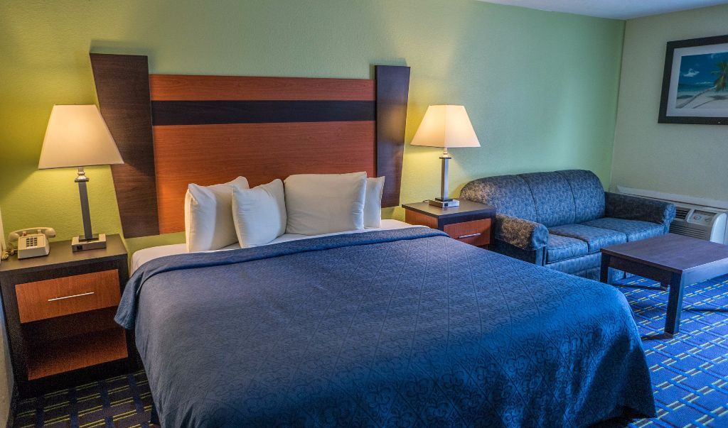 Mariner Motor Lodge Cape Cod - Single Bed with Sofa-1