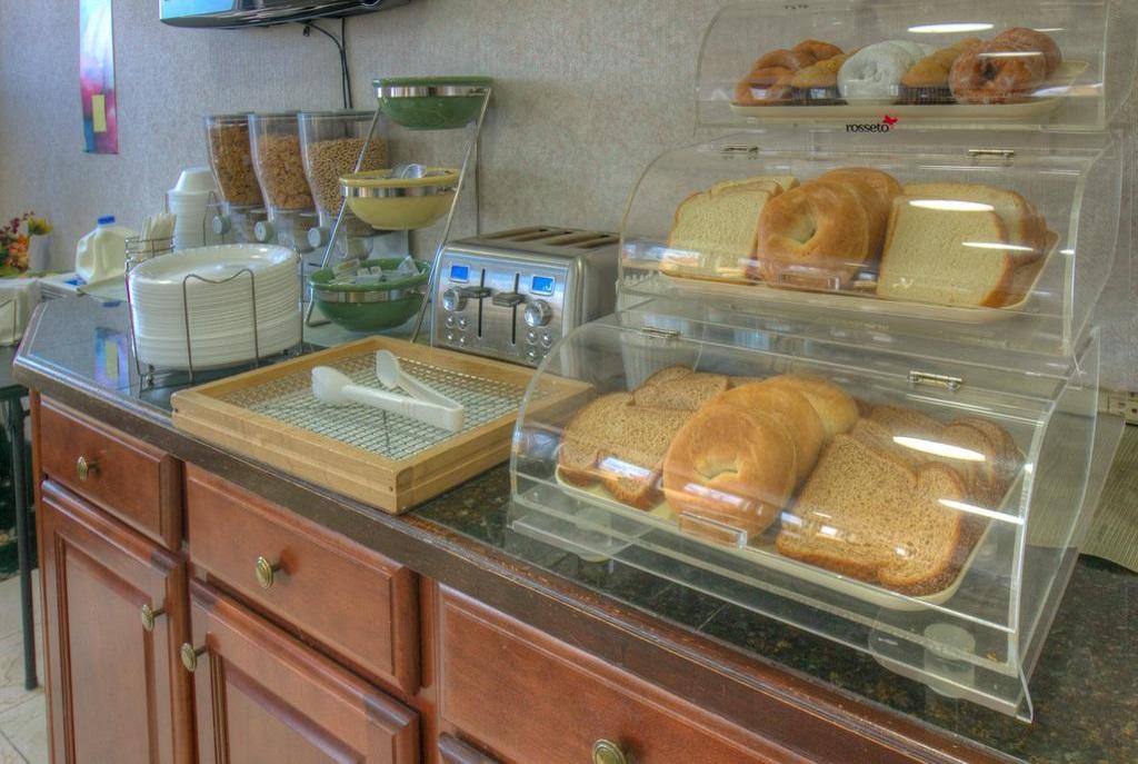 Hotel M Mount Pocono - Breakfast Area-2