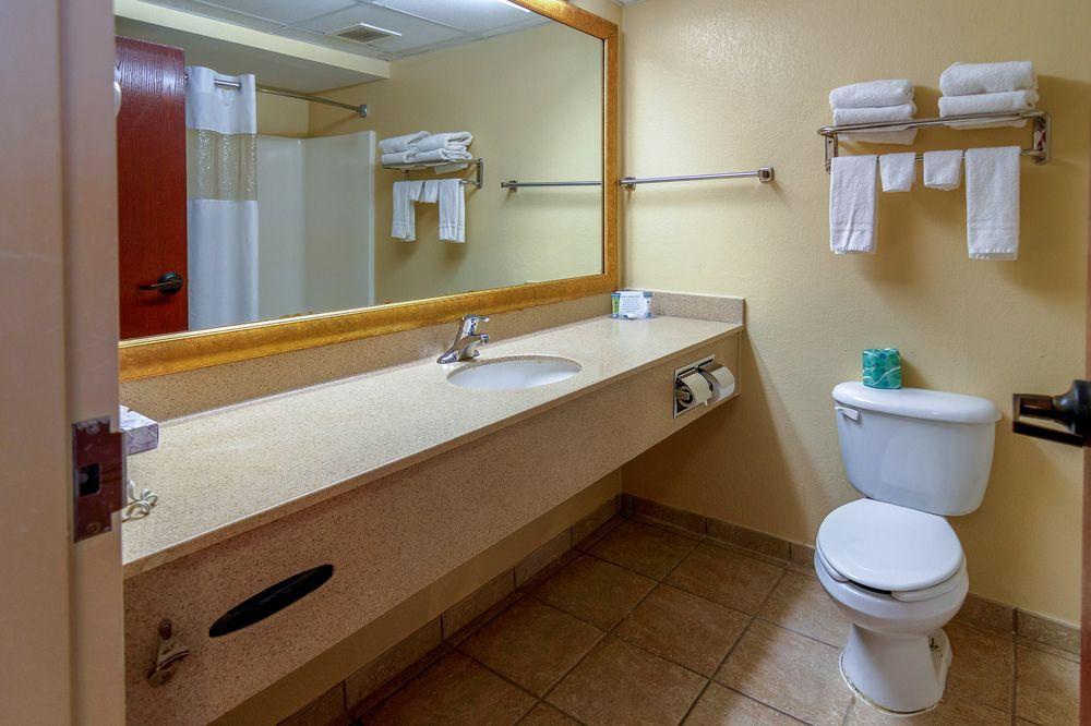Hotel M Mount Pocono - Guest Bathroom