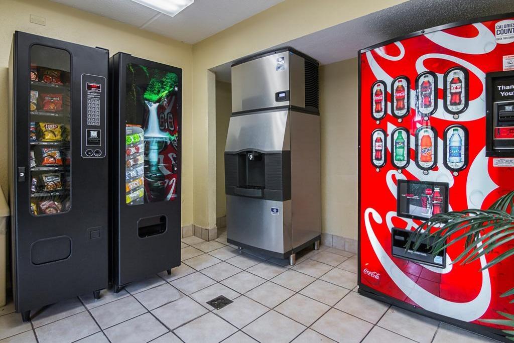Midpointe Hotel Orlando - Vending Area