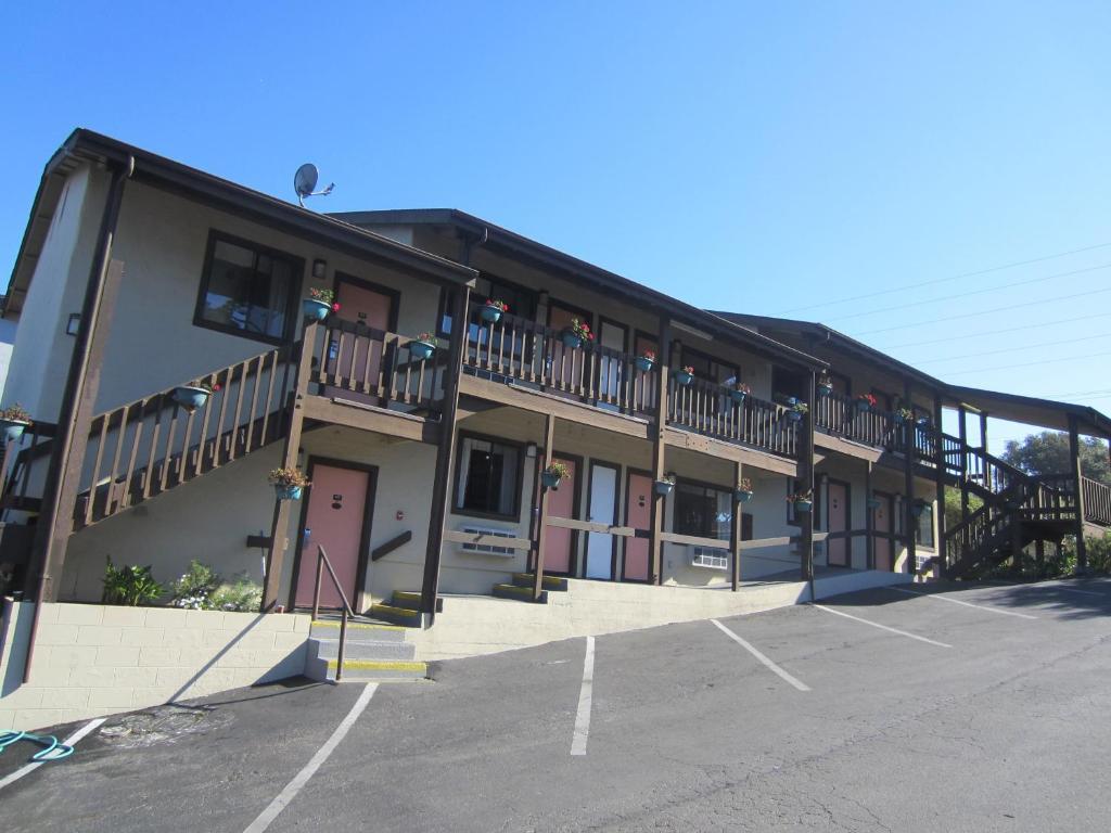 Monterey Fairgrounds Inn - Exterior-4