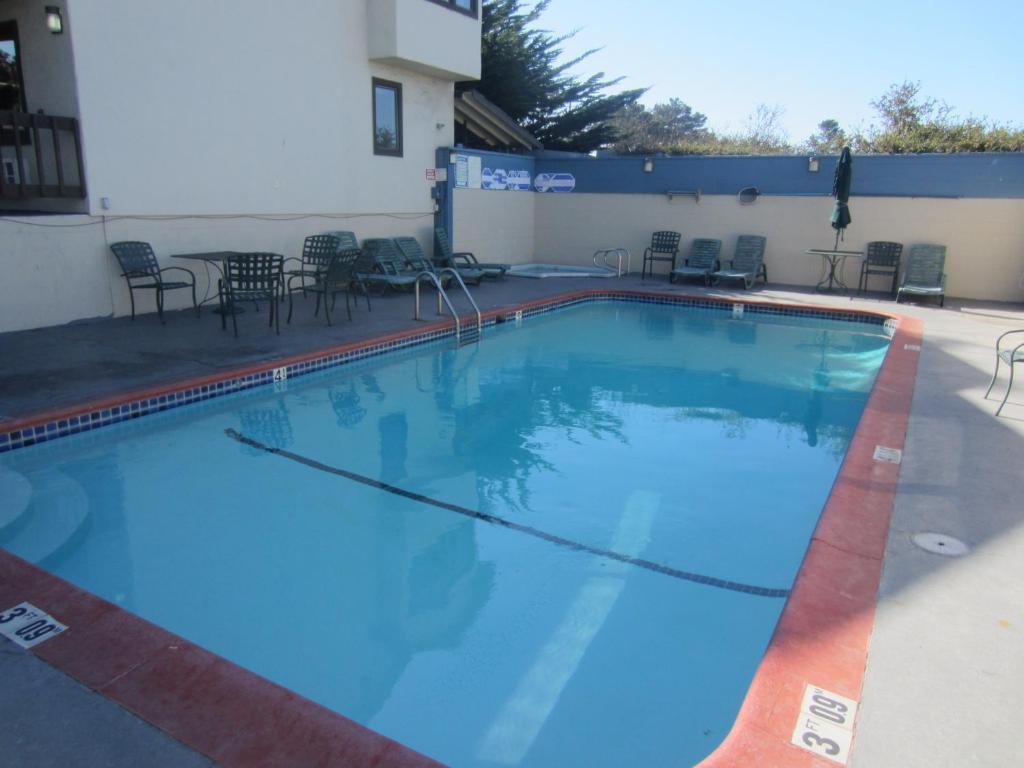 Monterey Fairgrounds Inn - Outdoor Pool-1