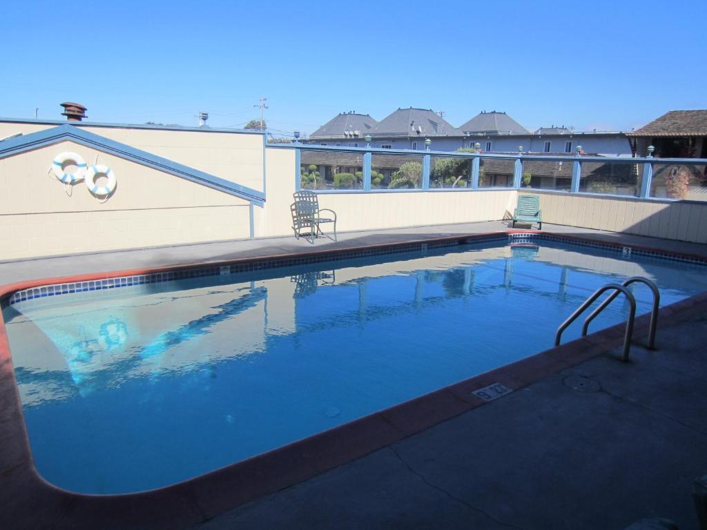 Monterey Fairgrounds Inn - Outdoor Pool-2