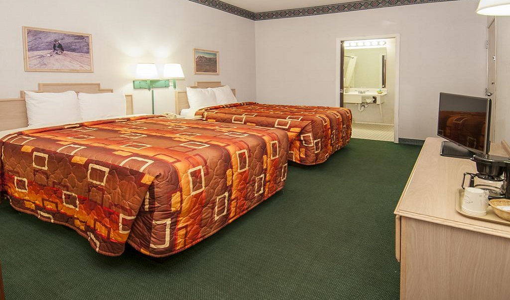 Navajoland Inn & Suites - Double Beds-1