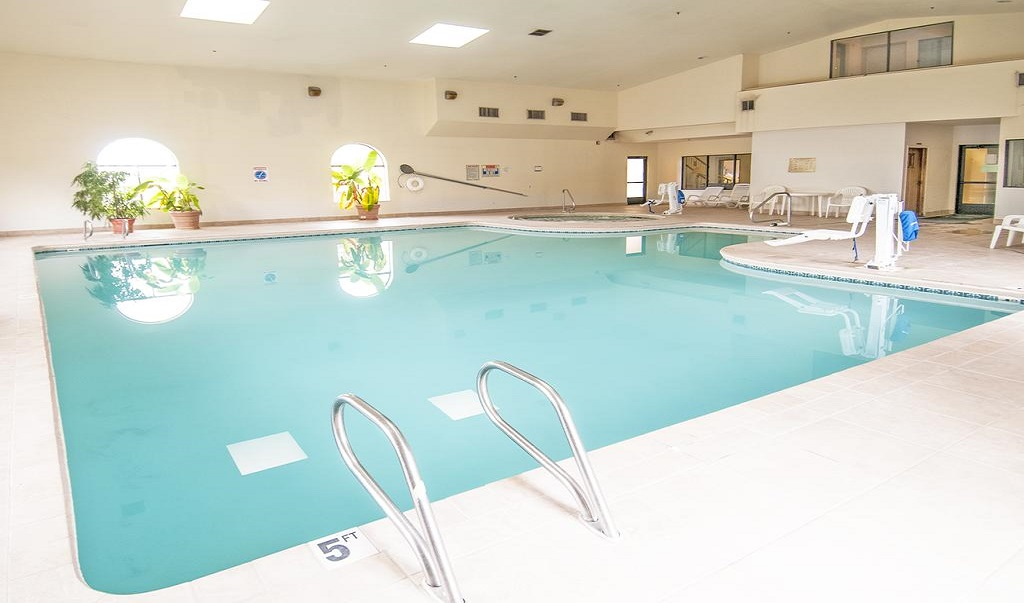Navajoland Inn & Suites - Pool-2