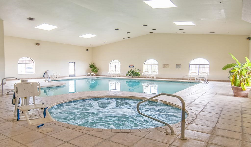 Navajoland Inn & Suites - Pool-1