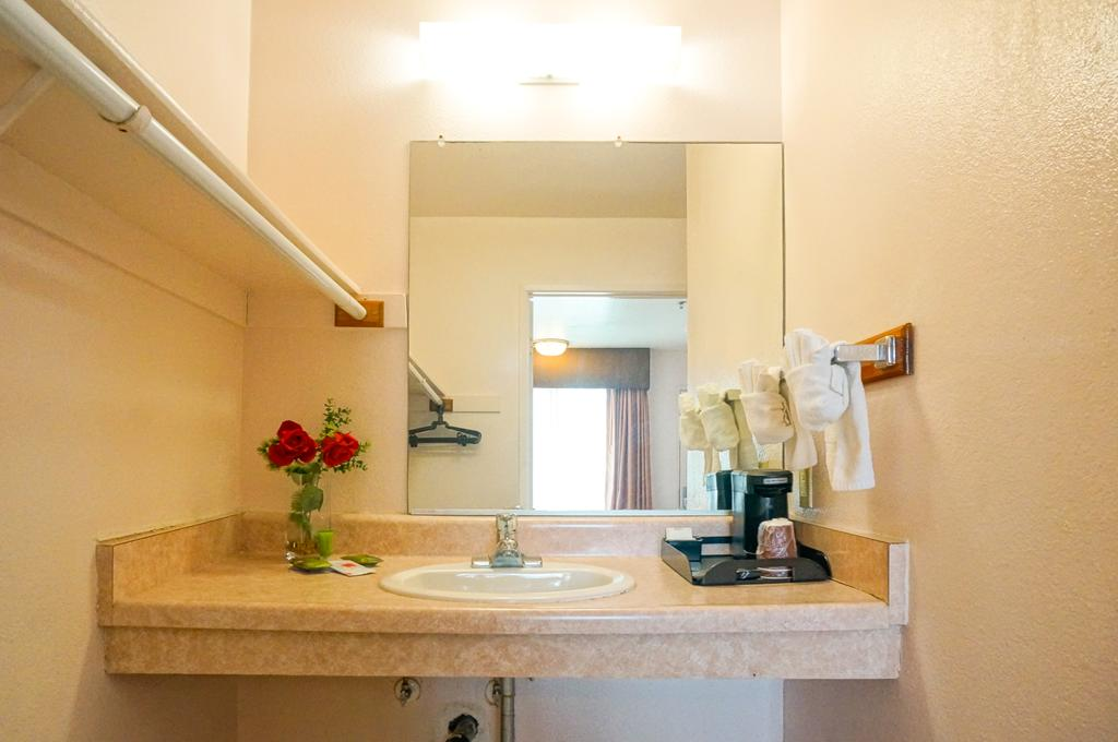 OceanView Motel - Room Bathroom-1