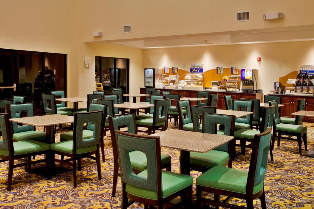 Holiday Inn Express Orlando-Ocoee East - Breakfast Area