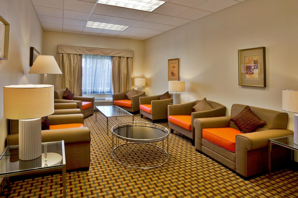Holiday Inn Express Orlando-Ocoee East - Seating Area