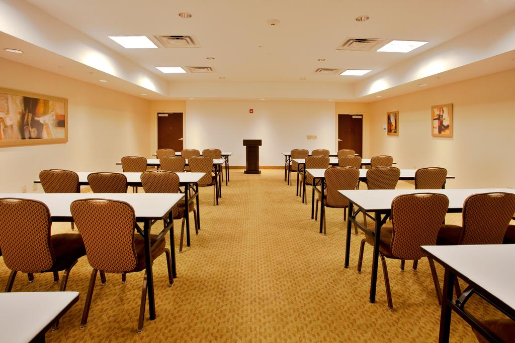 Holiday Inn Express Orlando-Ocoee East - Meeting Area