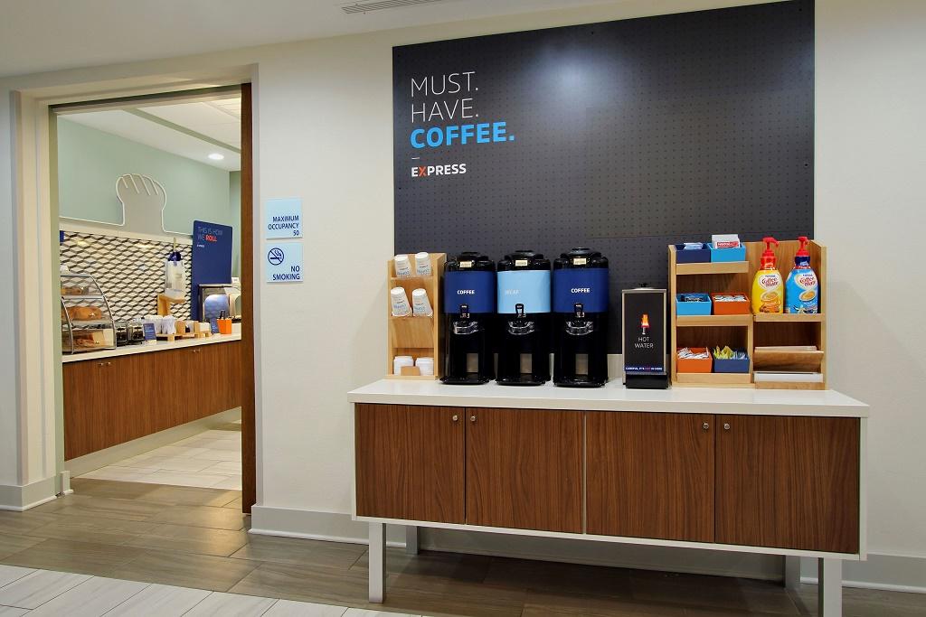 Holiday Inn Express Orlando-Ocoee East - Breakfast Area-1