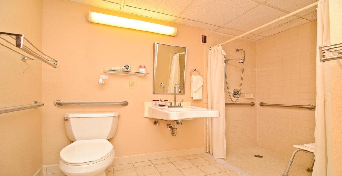 Pocono Resort - Guest Bathroom