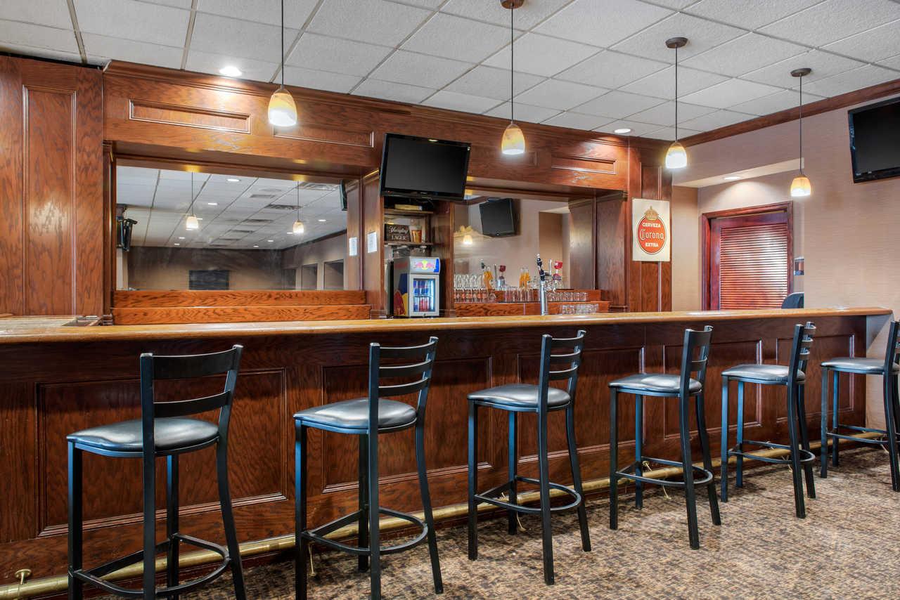 Quality Inn Airport Indianapolis - Bar