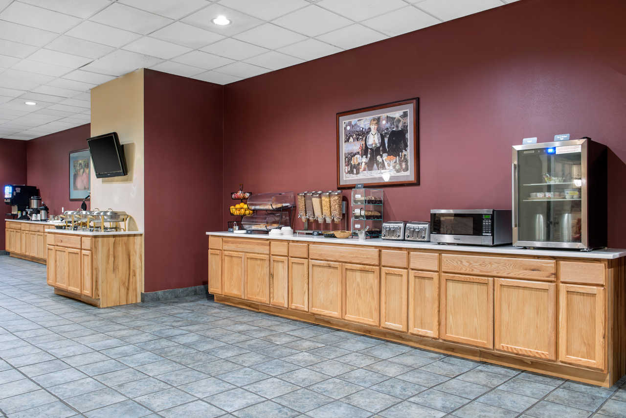 Quality Inn Airport Indianapolis - Breakfast Area-1