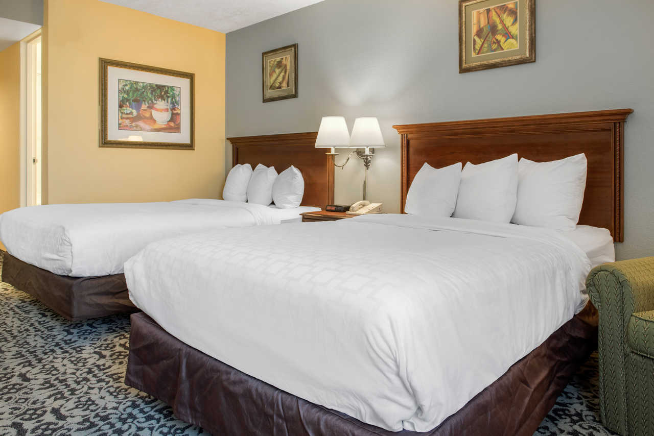 Quality Inn Airport Indianapolis - Double Beds-2