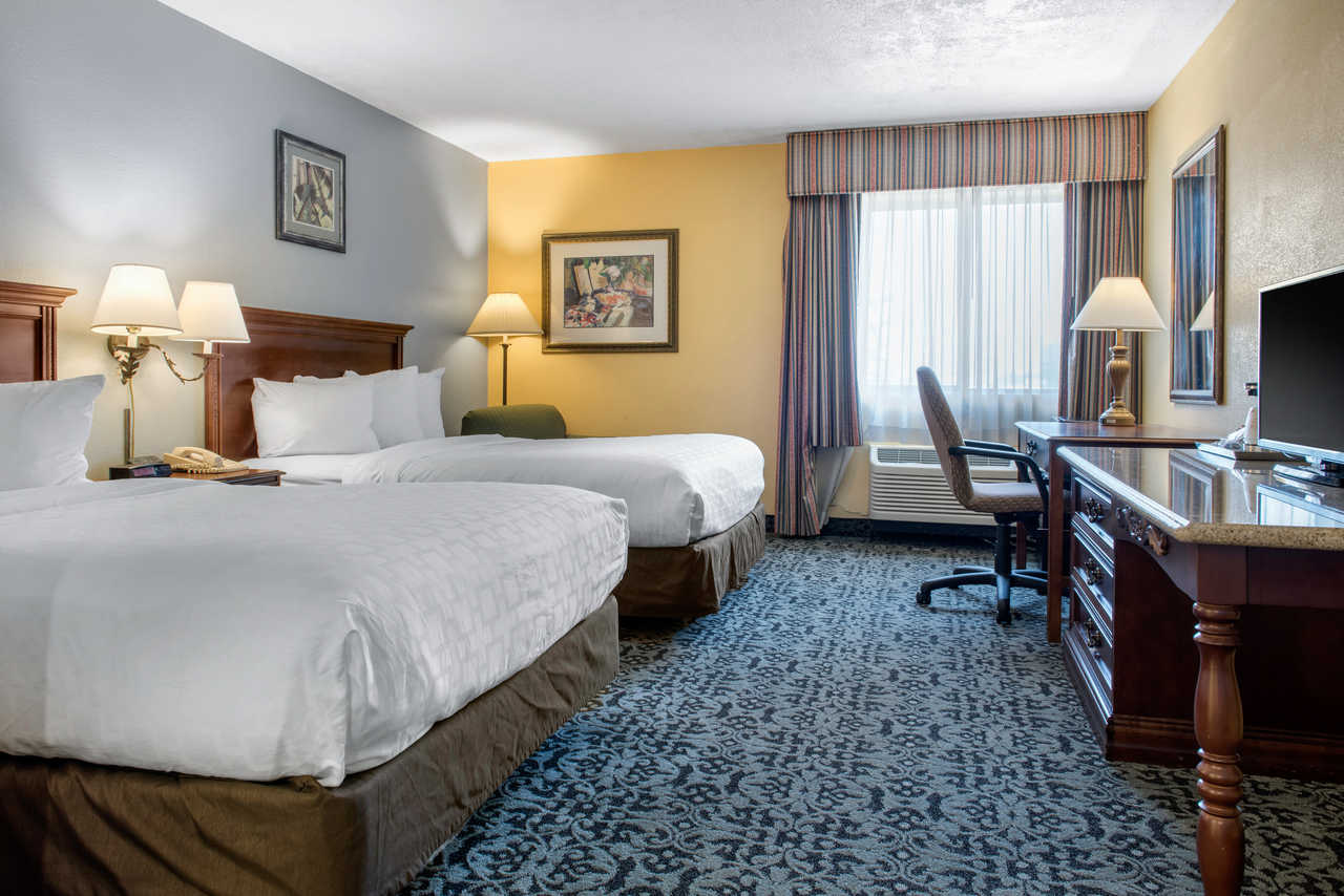Quality Inn Airport Indianapolis - Double Beds-1