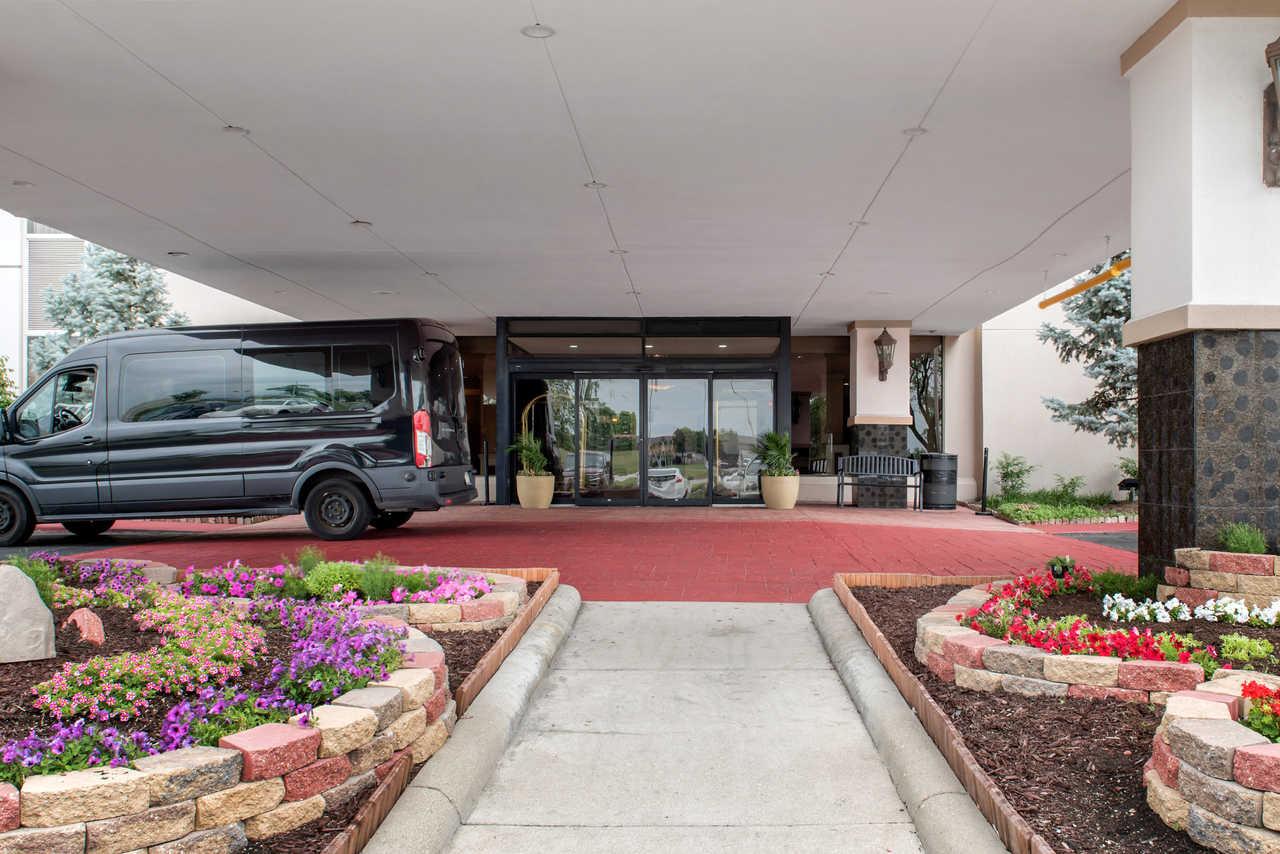 Quality Inn Airport Indianapolis - Exterior-3