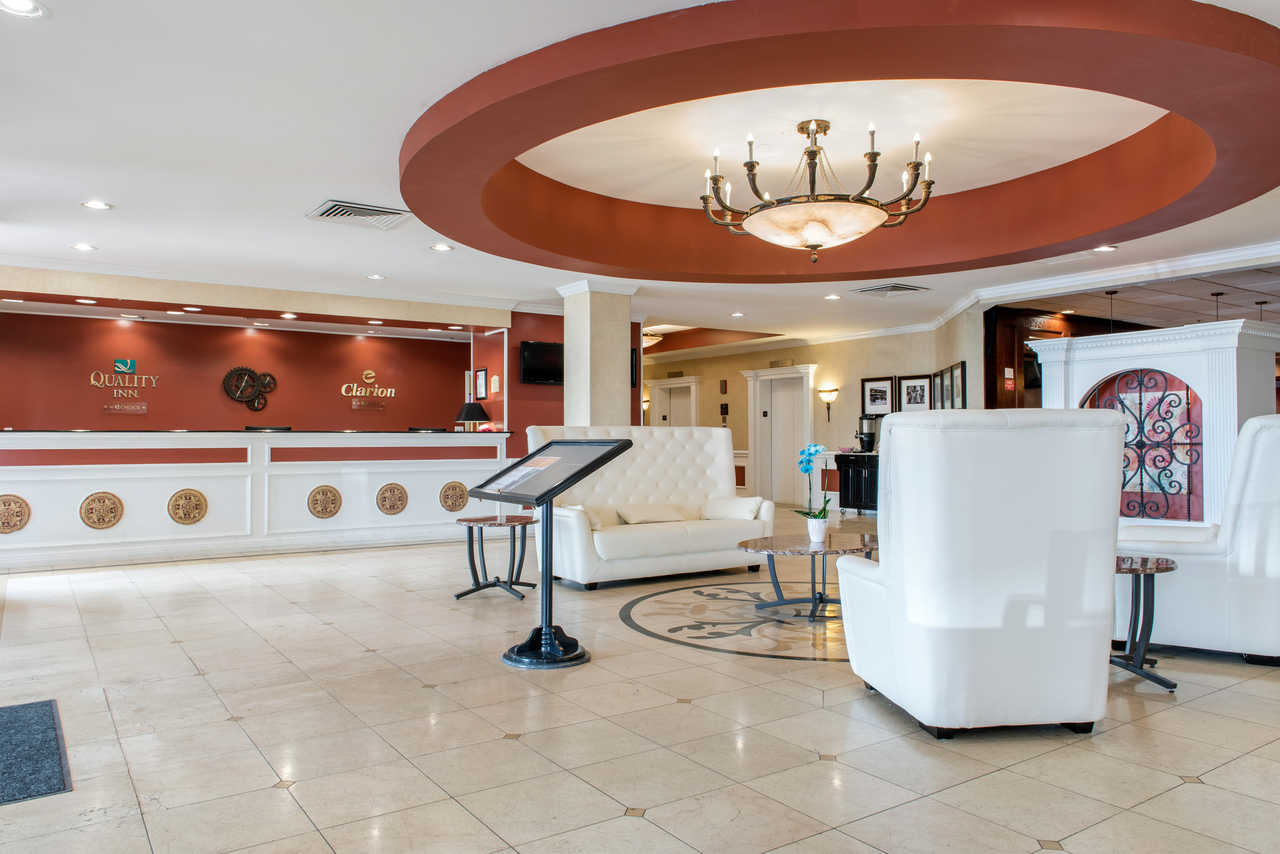 Quality Inn Airport Indianapolis - Lobby Area
