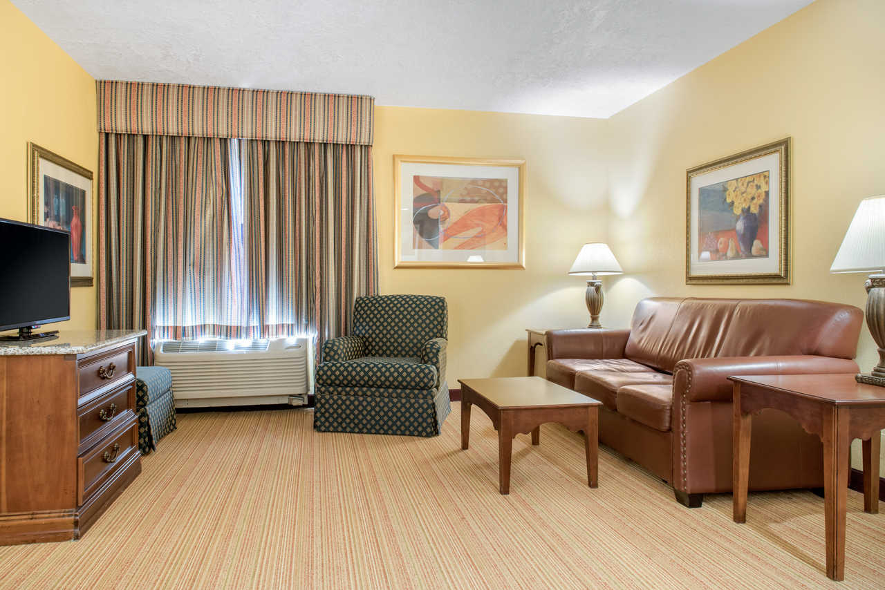 Quality Inn Airport Indianapolis - Room Inside View