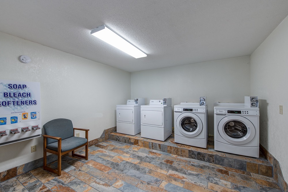 Quality Inn Creekside - Laundry Area