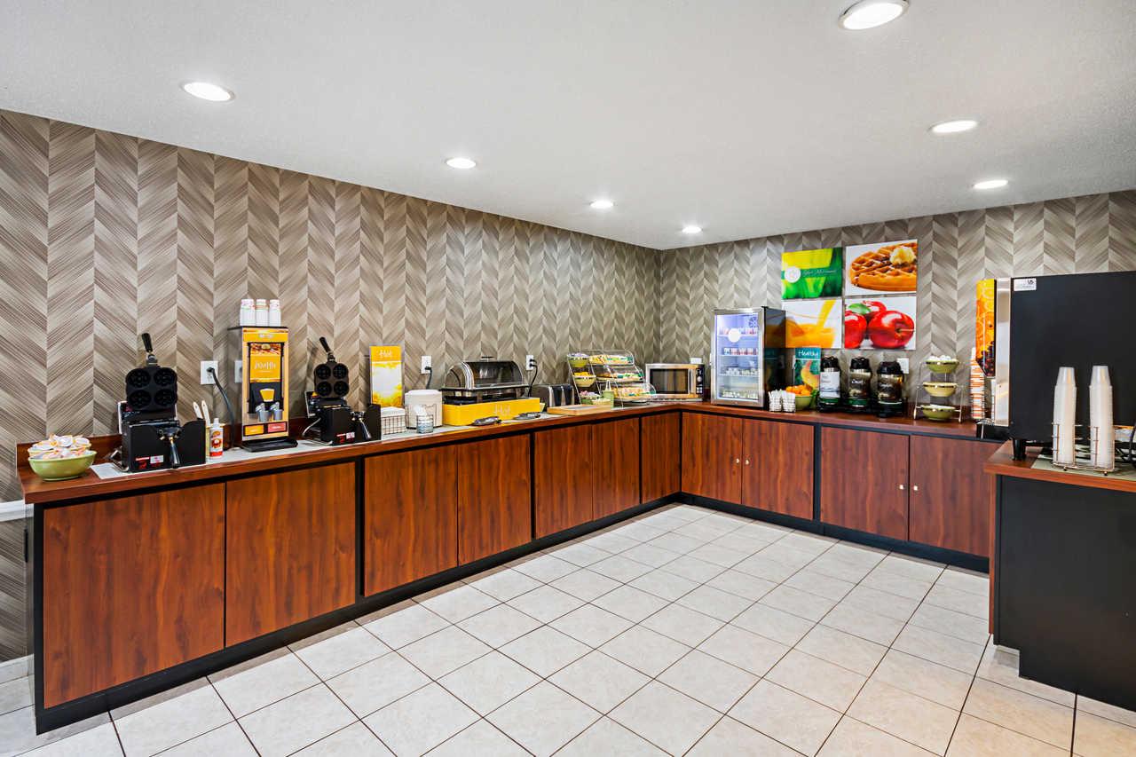 Quality Inn Fairmont - Breakfast Area-2