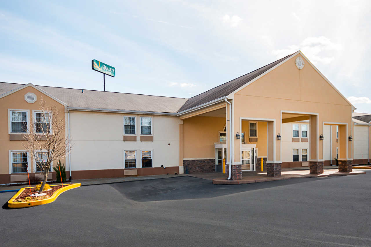 Quality Inn Fairmont - Exterior-3