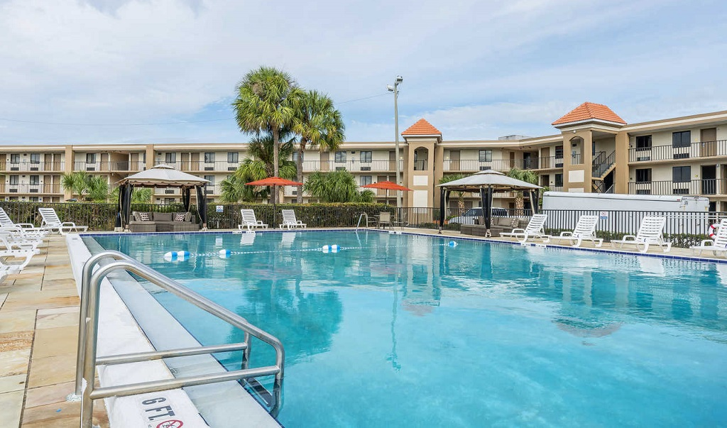Quality Inn & Suites Kissimmee by The Lake - Pool-2
