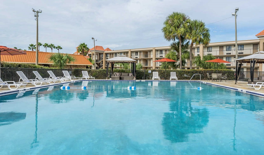 Quality Inn & Suites Kissimmee by The Lake - Pool-1