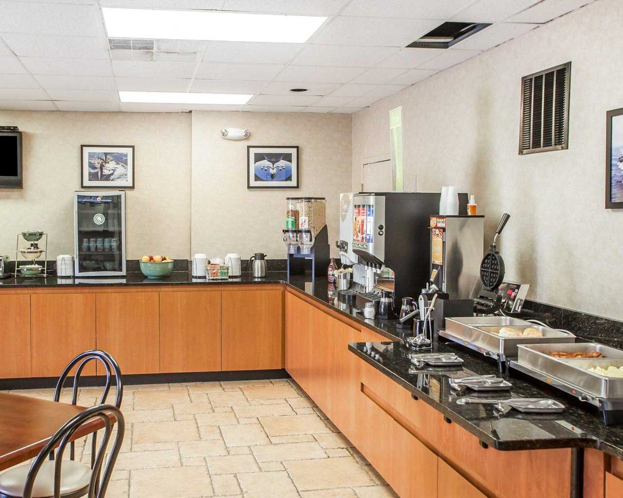 Quality Inn McGuire AFB - Breakfast Area-2