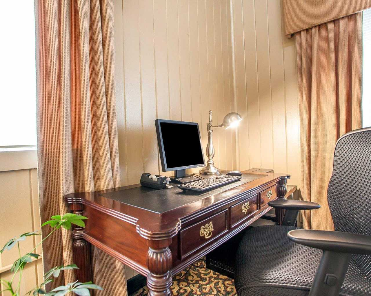 Quality Inn McGuire AFB - Business Center