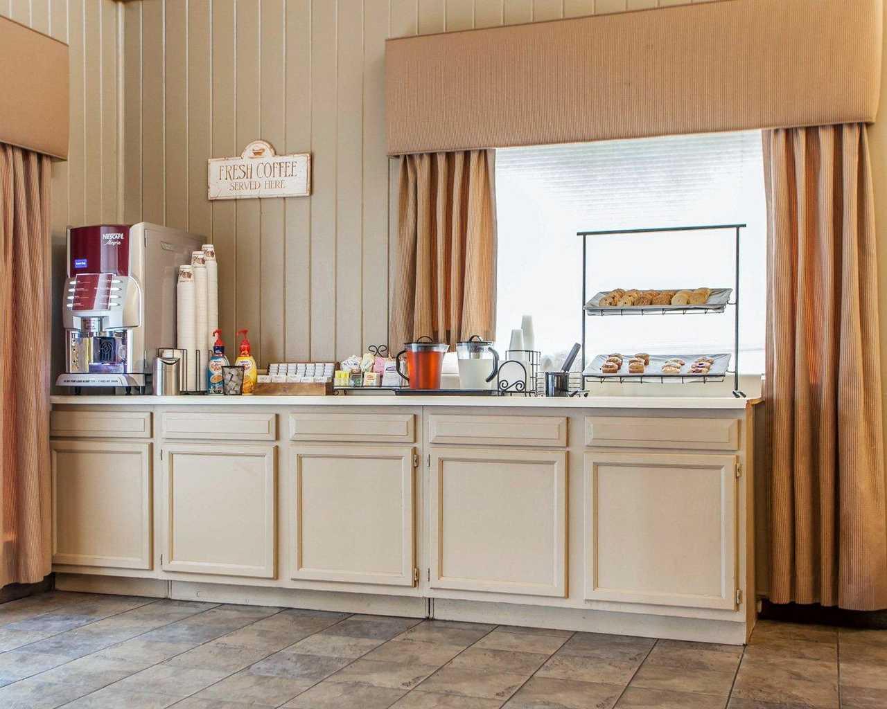 Quality Inn McGuire AFB - Lobby-4