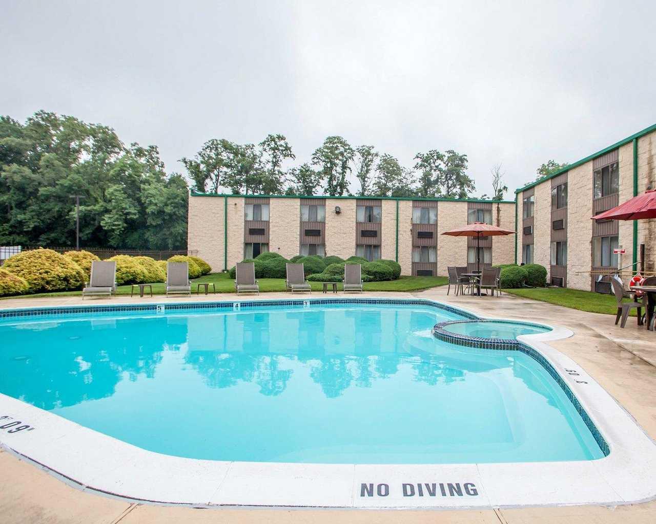 Quality Inn McGuire AFB - Pool-1