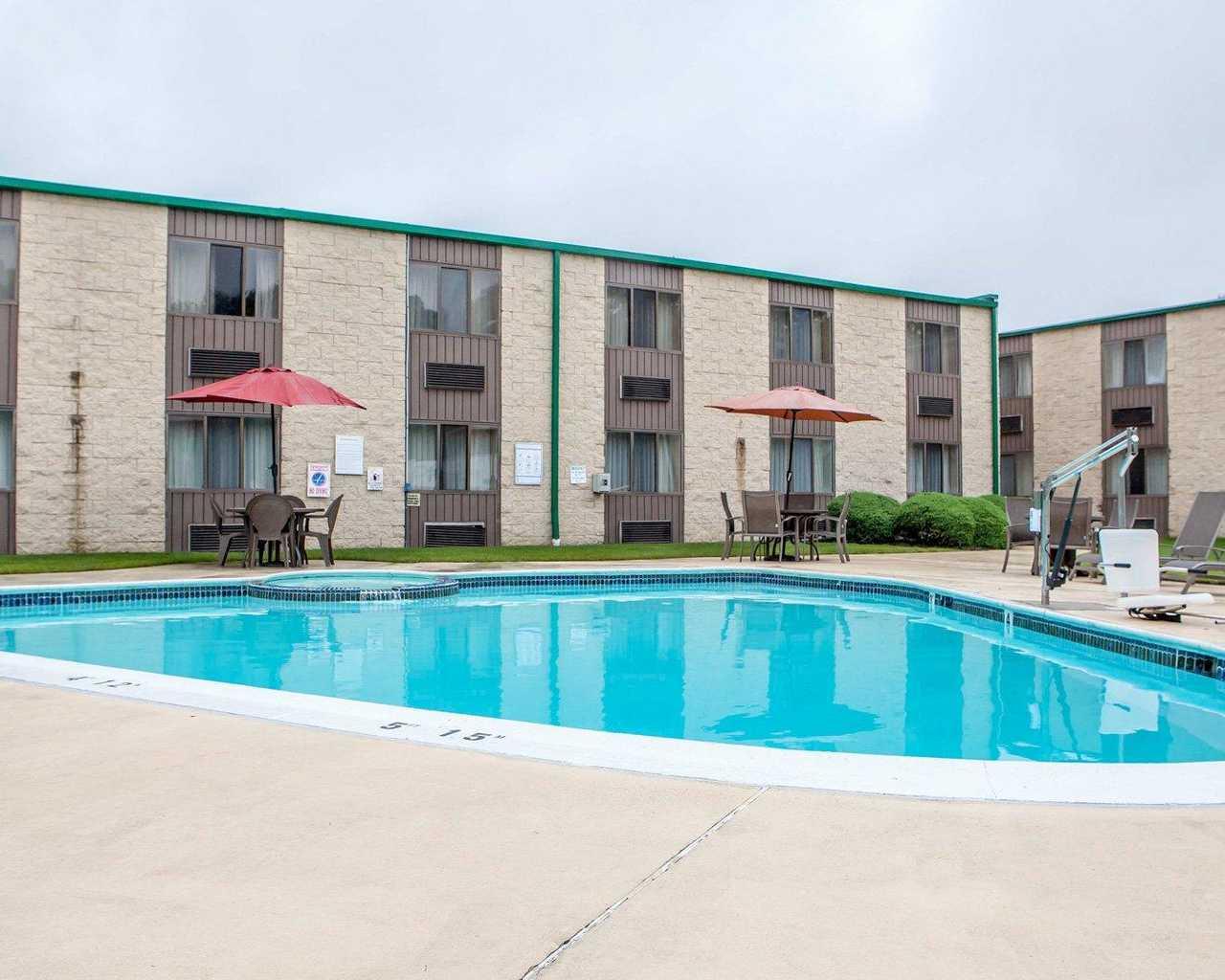 Quality Inn McGuire AFB - Pool-2