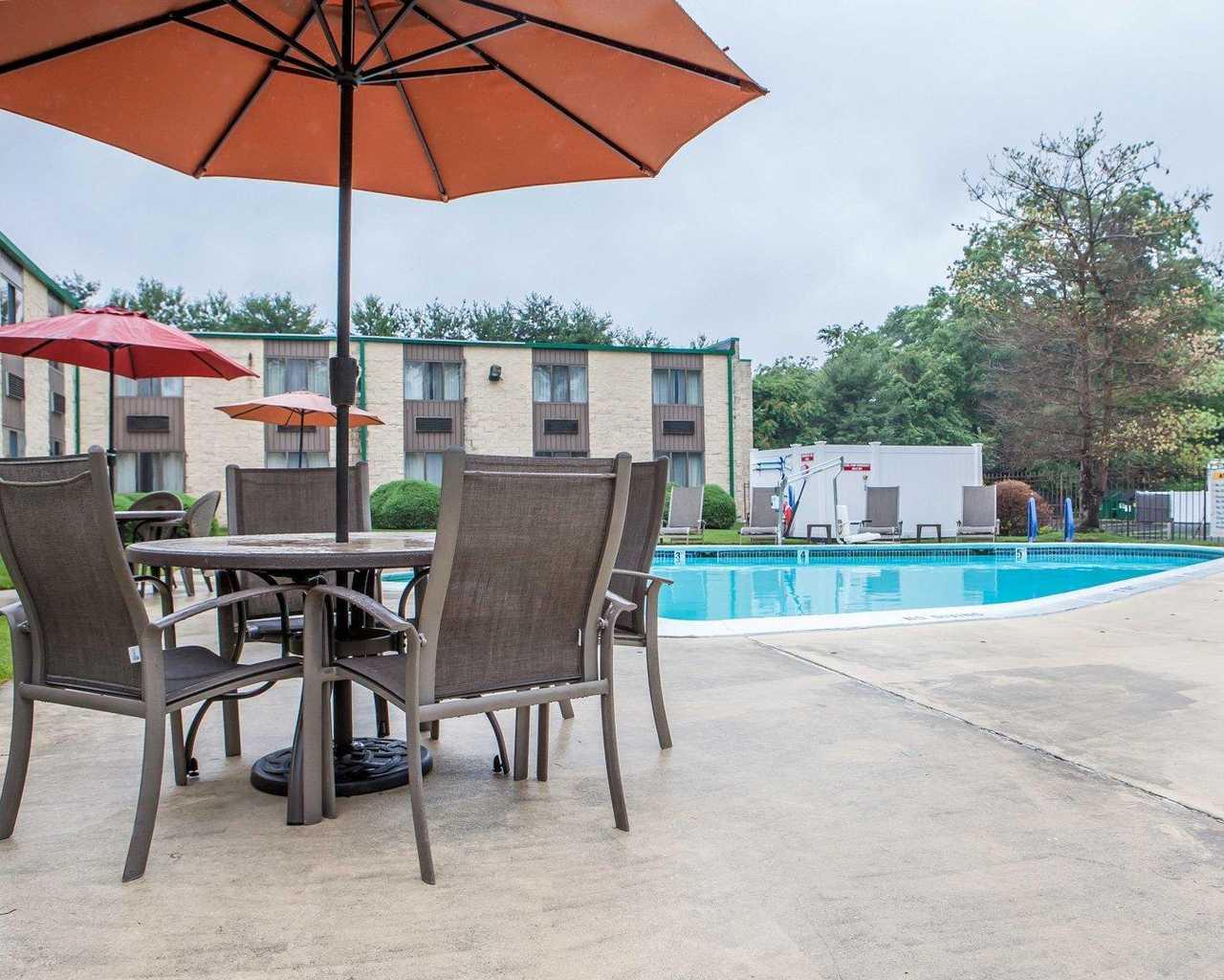 Quality Inn McGuire AFB - Pool-3