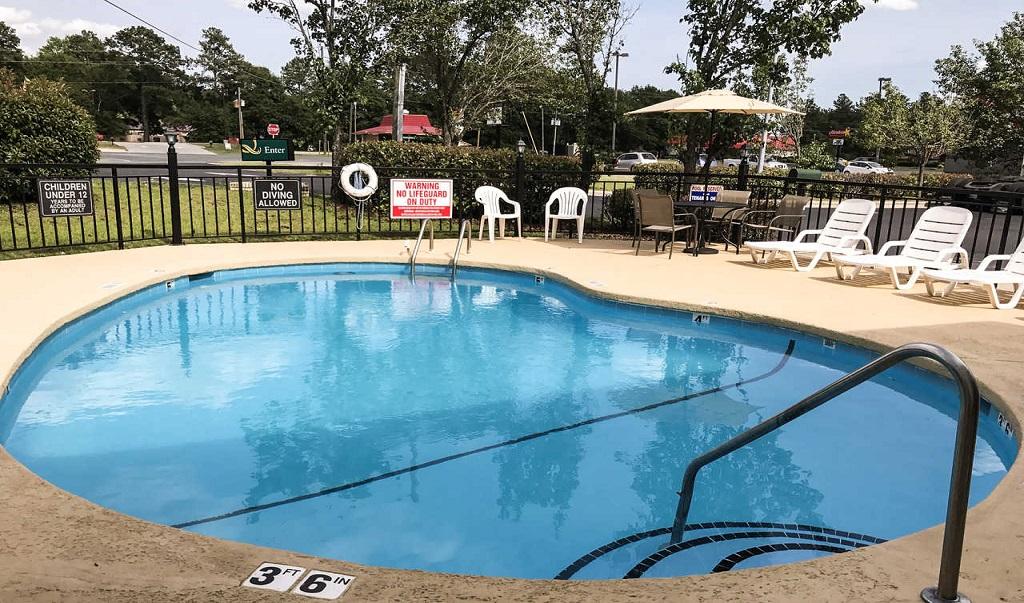 Quality Inn Raeford Pool
