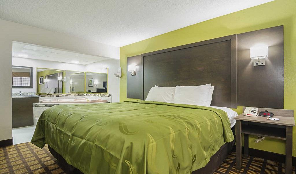 Quality Inn Raeford Single Bed Room
