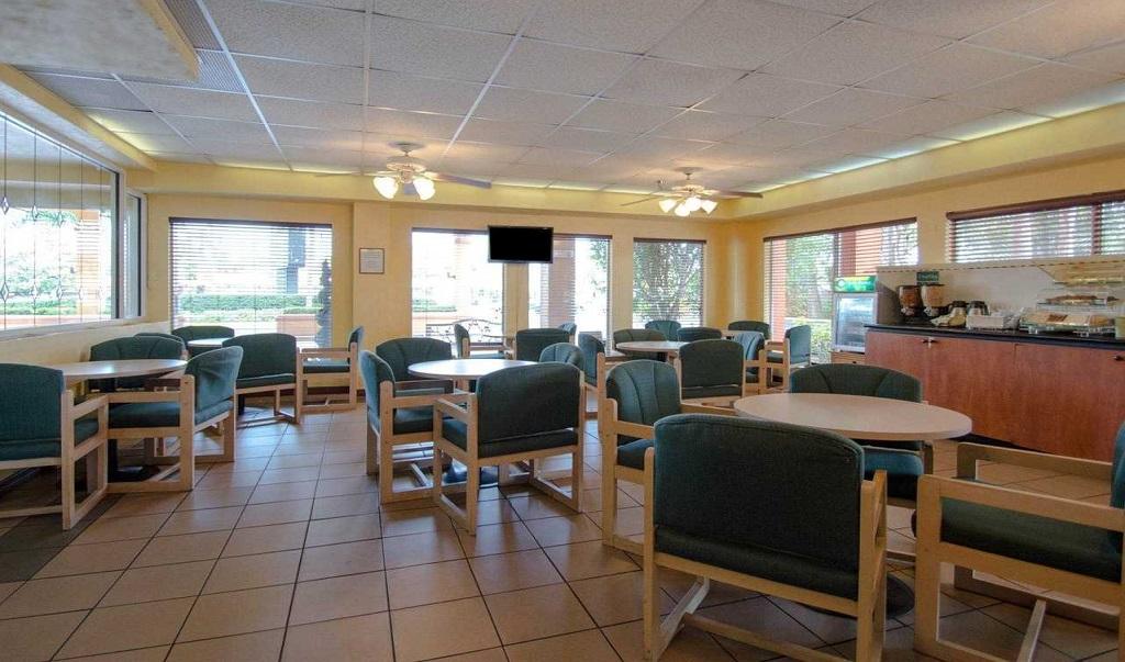 Quality Inn Sarasota North - Breakfast Area-2