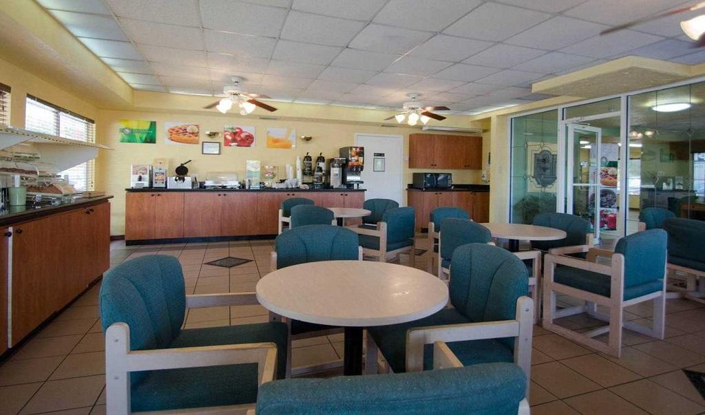 Quality Inn Sarasota North - Breakfast Area-1