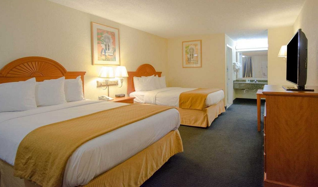 Quality Inn Sarasota North - Double Beds-2