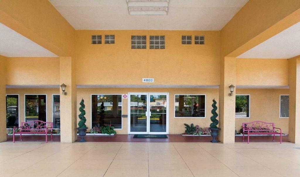 Quality Inn Sarasota North - Exterior-4