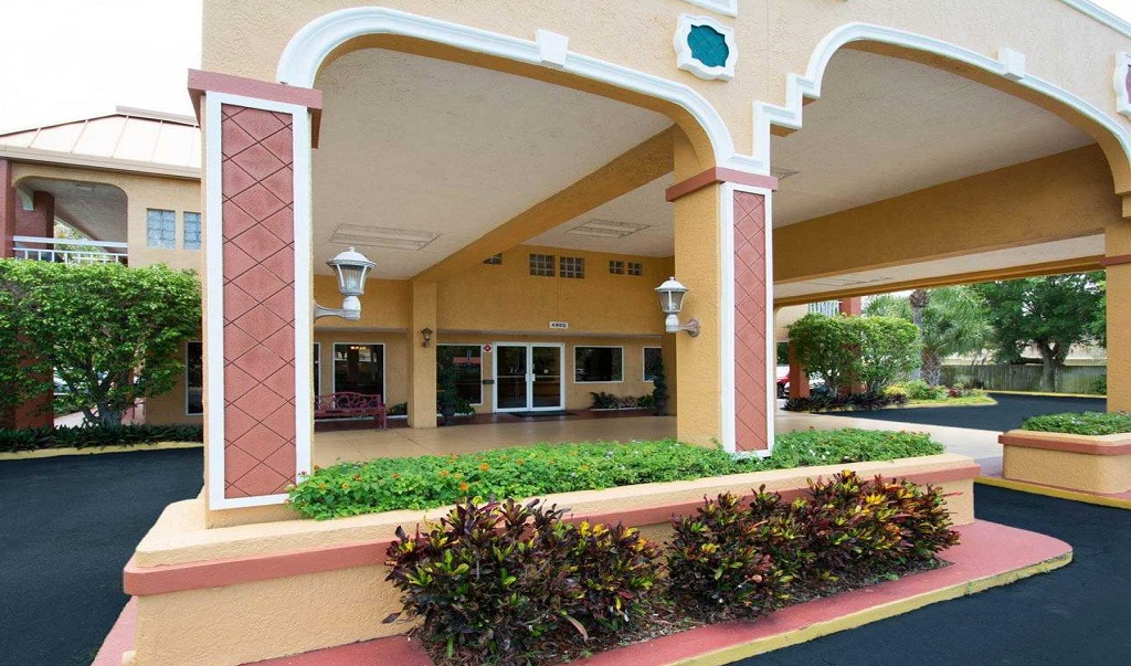Quality Inn Sarasota North - Exterior-3